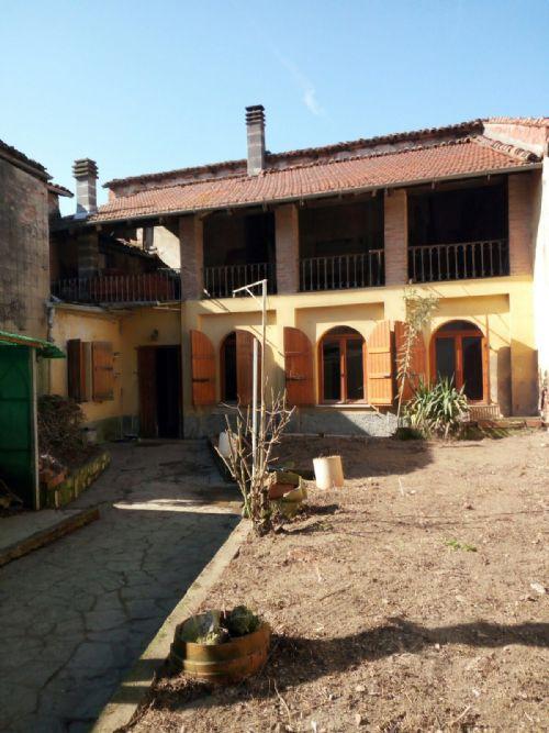 SEZZADIO (CENTRO PAESE) vendiamo casa indipendente