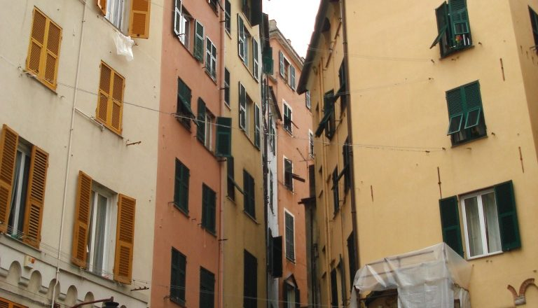 Genova(Centro) CARMINE Vendesi bar caffetteria avviato