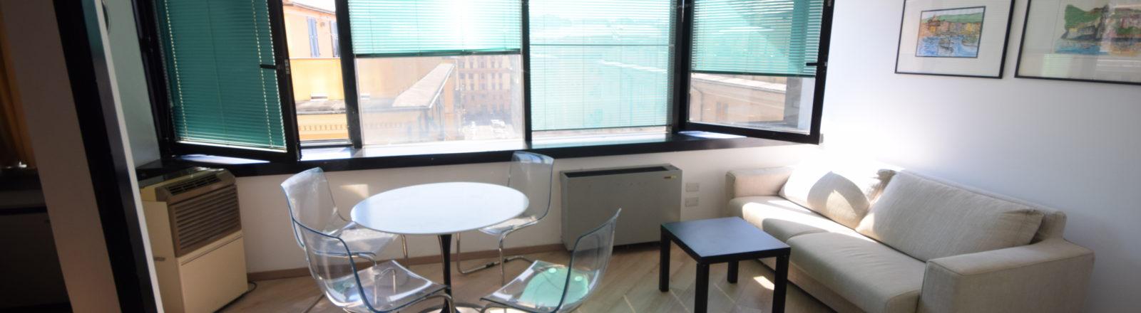 CENTRO (CORTE LAMBRUSCHINI) Affittasi Piano alto luminoso e panoramico abitazione/ufficio