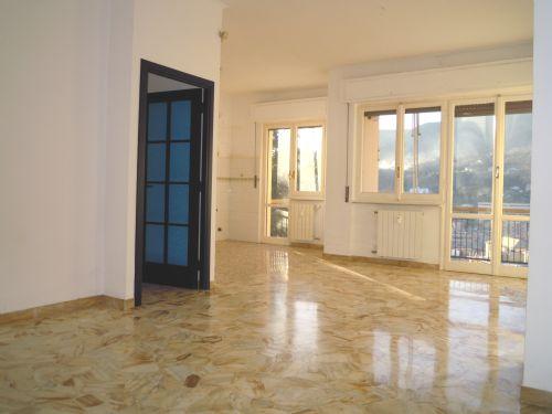 Genova(GE) – TEGLIA –  Via Monte Sei Busi  Affittiamo signorile appartamento in perfette condizioni