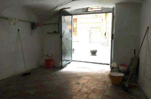Genova(GE) - VIGNE - Centro storico vendesi ampio magazzino carrabile