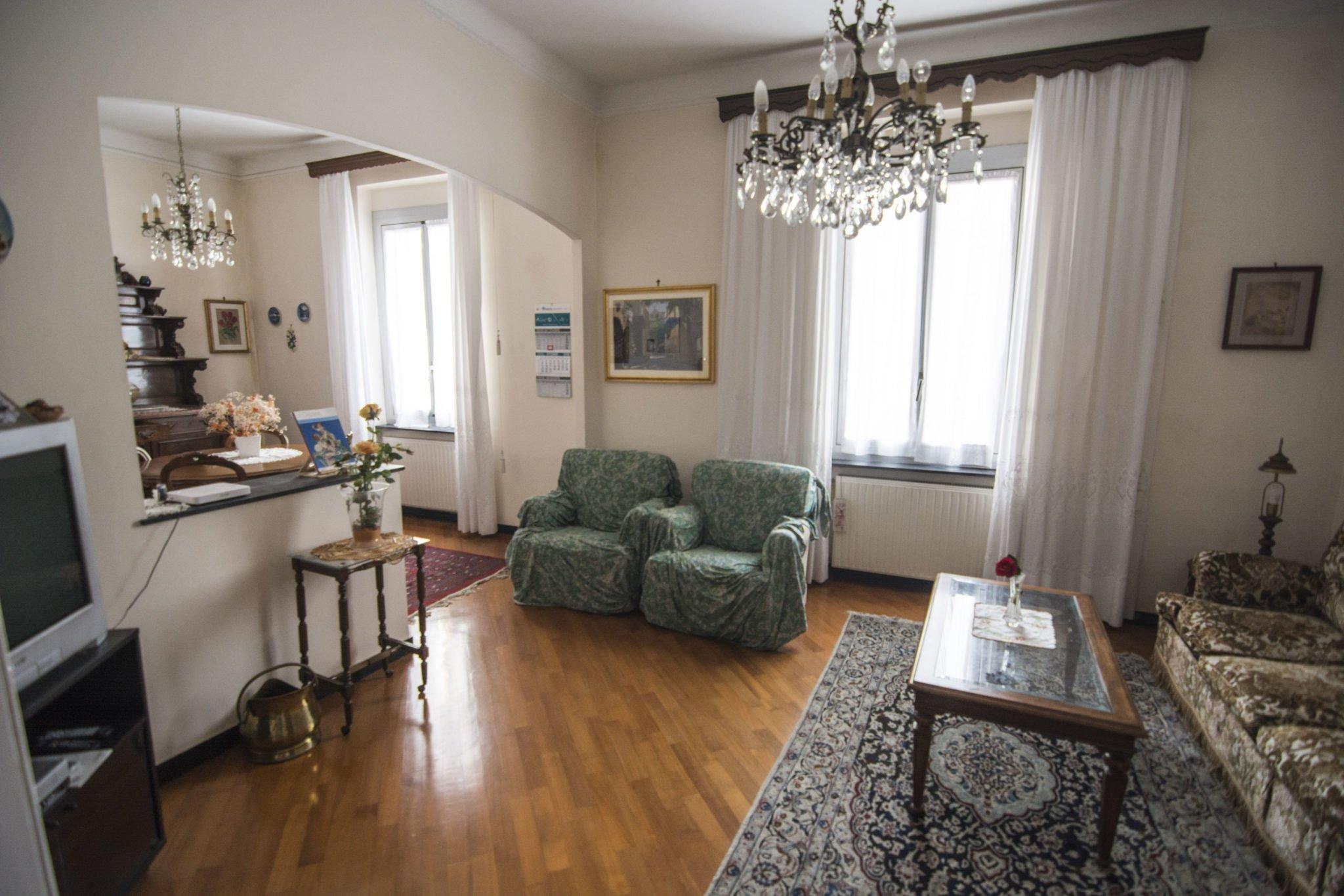 ALBARO (VIA ZARA) vendiamo 6 vani luminosi  in palazzo signorile recentemente ristrutturato