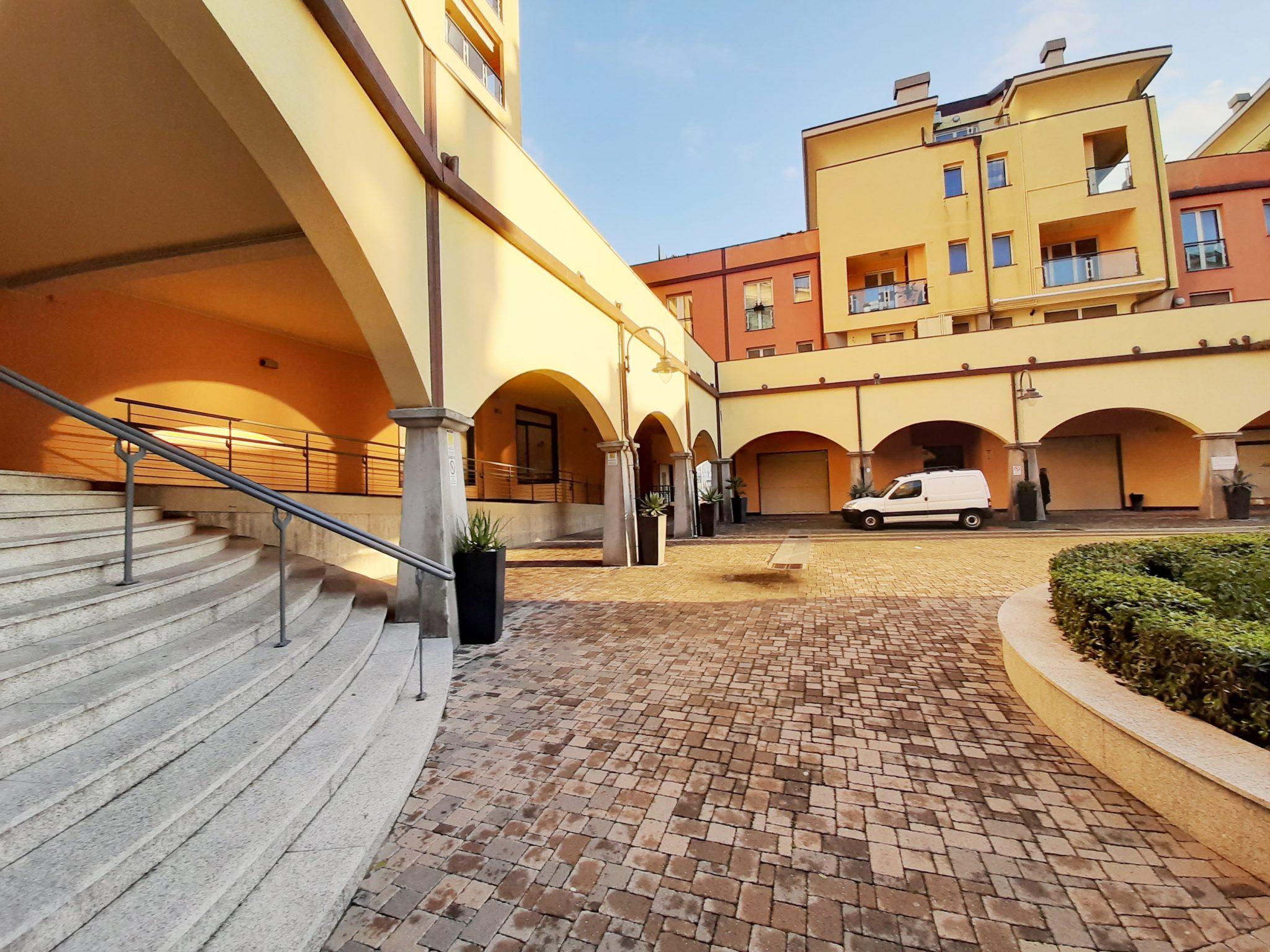 SESTRI PONENTE (BORGO ALLA MARINA) A 200 mt. da Via Sestri affittiamo con contratto transitorio 12 MESI ampio bilocale