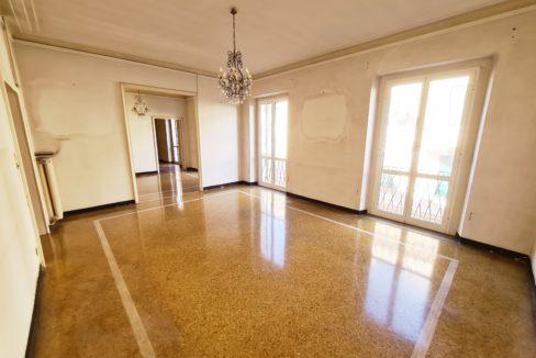 CENTRO (CAFFARO) vendesi in palazzo d'epoca ristrutturato, eleganti 200 mq