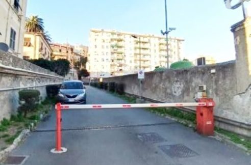 CORNIGLIANO (VIALE PRIVATO ALBARO). Adiacente via Cornigliano vendiamo appartamento mq. 65