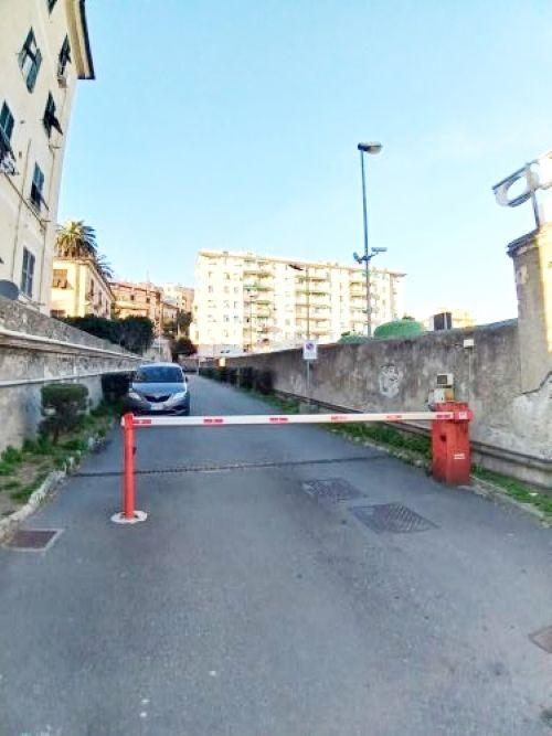 CORNIGLIANO (VIALE PRIVATO ALBARO). Ad. via Cornigliano vendiamo appartamento mq. 65