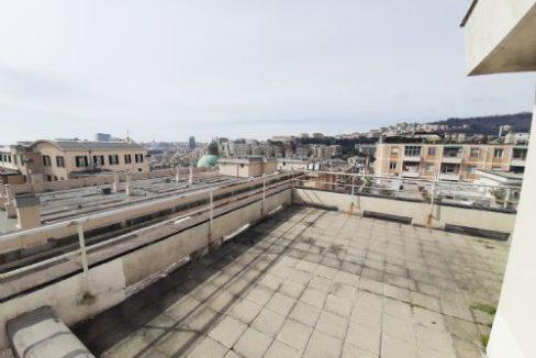 SAN FRUTTUOSO (VIA CELLINI) Vendesi all'ultimo piano con terrazzo soprastante 6 VANI