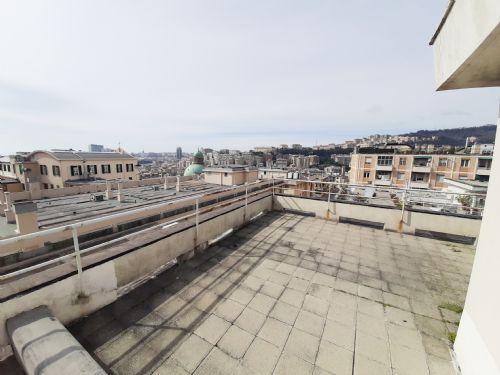 SAN FRUTTUOSO (VIA CELLINI) Vendesi ultimo piano 6 VANI con terrazzo