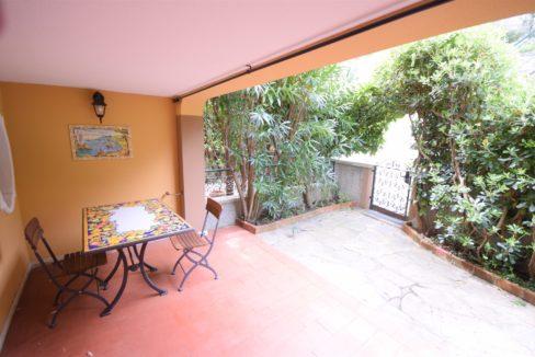 RAPALLO (San Michele di Pagana) vendiamo bilocale con giardino