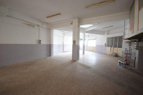 Genova Rivarolo (Ad. Bolzaneto) affittasi locale mq. 300