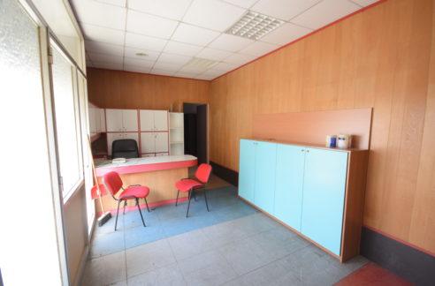 Genova (Rivarolo) Affittasi ufficio arredato