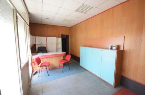 RIVAROLO (VIA MONTE SEI BUSI) Affittasi ufficio ristrutturato e arredato