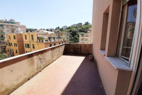 Vendesi luminoso appartamento con terrazzo