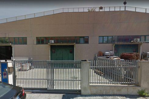 GENOVA CAMPI Affittasi capannone mq. 360 con cortile privato 35 mq.