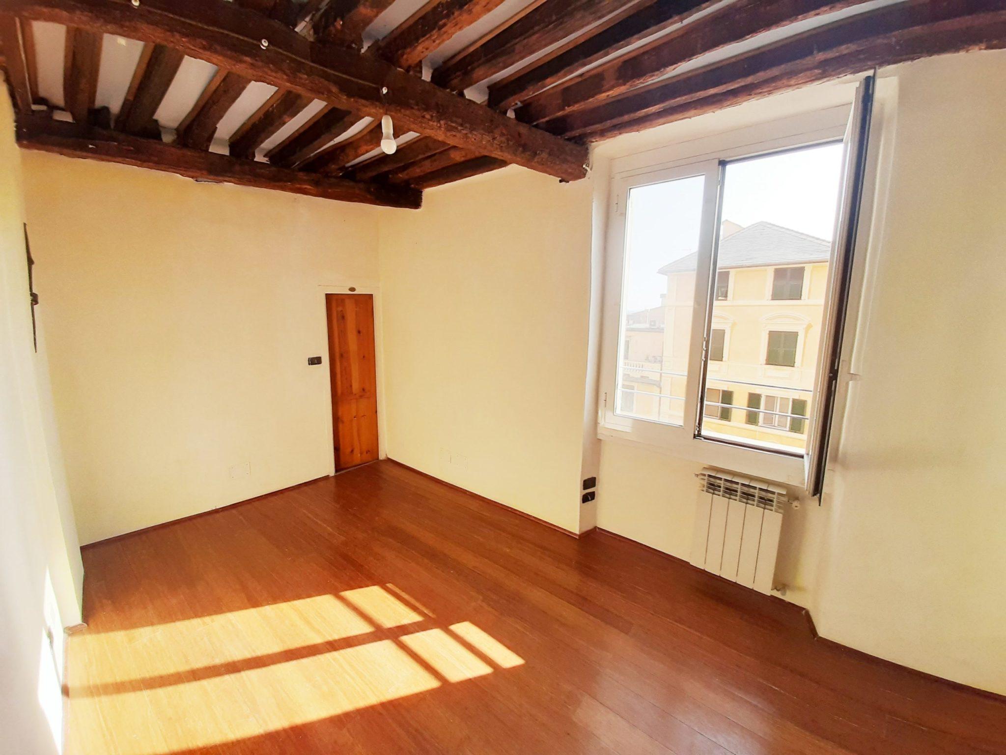 CENTRO (VIA BALBI) vendesi appartamento panoramico ristrutturato