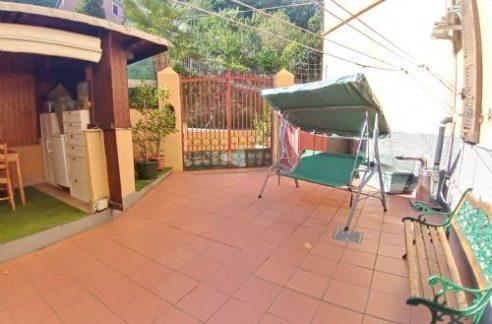 SAMPIERDARENA (Via Pellegrini) vendiamo appartamento con giardino/terrazzo