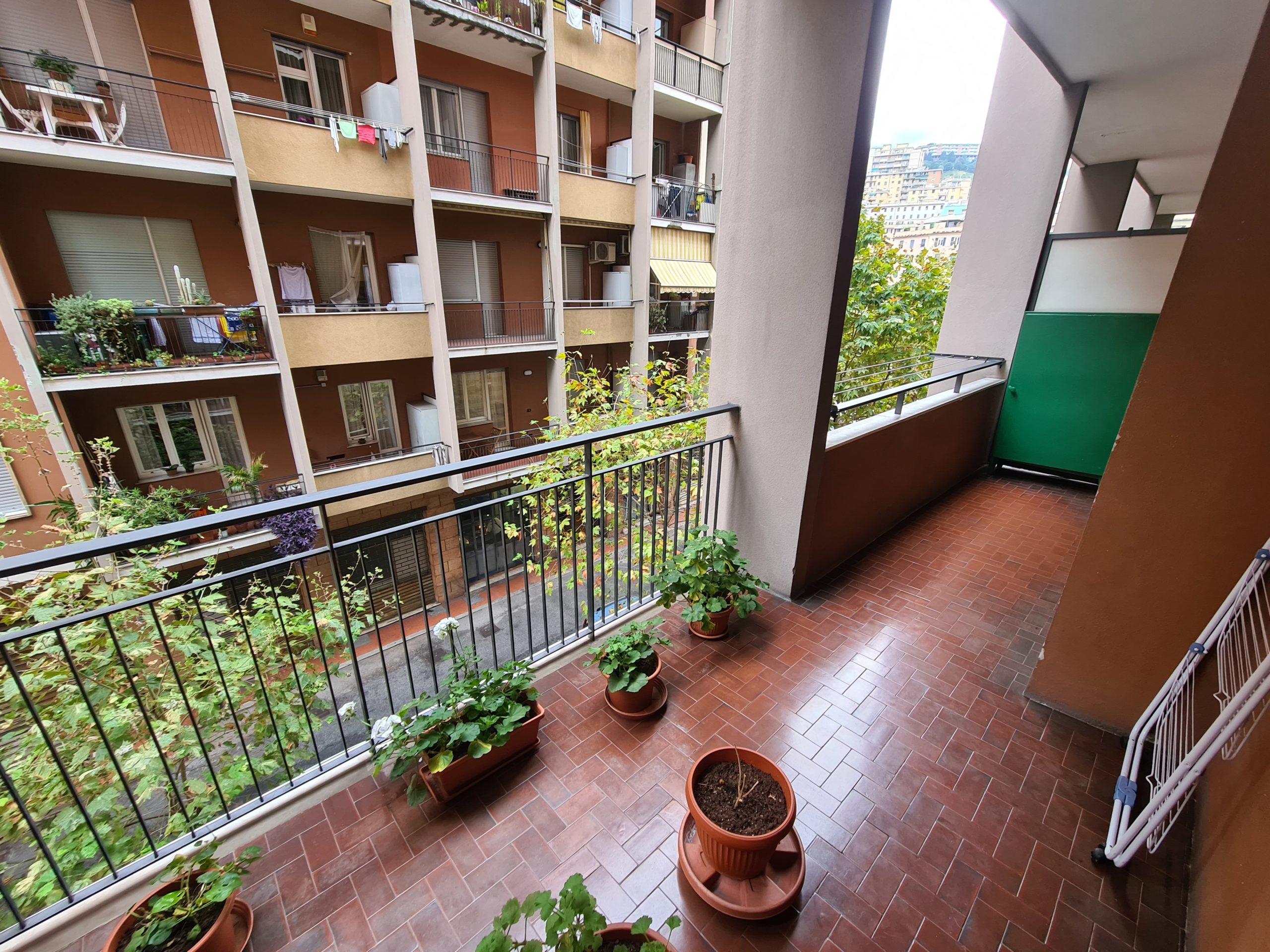 MARASSI (VIA BOBBIO) Vendesi appartamento 6 VANI doppia balconata
