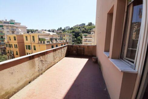 SAMPIERDARENA (Corso Martinetti alta) Vendesi luminoso appartamento con terrazzo al piano