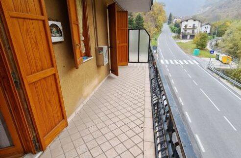 A soli 8 Km. da Prato Nevoso in pieno centro paese vendiamo appartamento luminoso