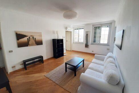 CENTRO (Ad. DE FERRARI) affittiamo in contesto elegante con portineria e ascensore bilocale luminoso e arredato con gusto