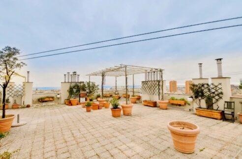 SAMPIERDARENA (Via Dei Landi) vendiamo Attico di 100 mq. con mq. 100 di terrazzo.