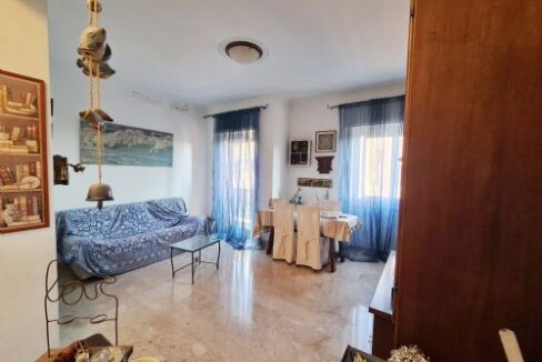 BORGORATTI (Via Borgoratti) vendesi appartamento in ottimo stato di vani 7