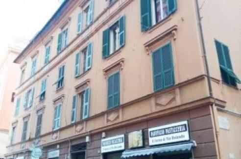 SAMPIERDARENA (Via Carlo Rolando) vendiamo appartamento di 148mq.