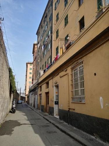 SAMPIERDARENA (Via carlo Orgiero) vendiamo magazzino di 60mq.