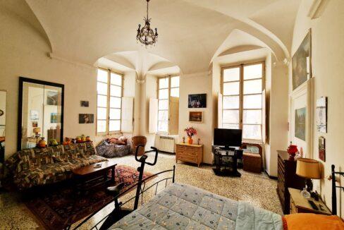 CENTRO STORICO (VICO MELE) In palazzo dei Rolli del 1400 vendiamo appartamento mq. 85