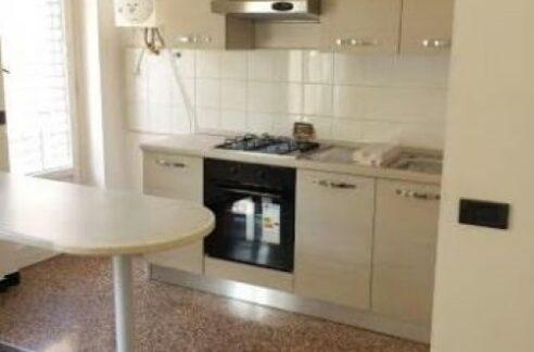 SAMPIERDARENA (Via Carrea) Affittasi appartamento semi arredato